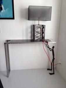 Lampe de style industriel sur console sculpture for Lampe sur pied style industriel