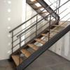 Escalier acier noir brut et marche en chêne