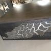 Table basse série dentelle, avec piétement en tôle acier découpé et plateau en béton ciré