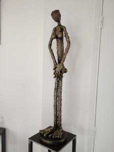 La mini brésilienne, sculpture en tube acier recouvert de laiton