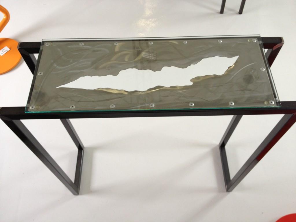 Petite console selon modèle météorite en version déchirure